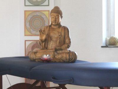 Gesundheitspraxis Oberfranken Liege mit Buddha