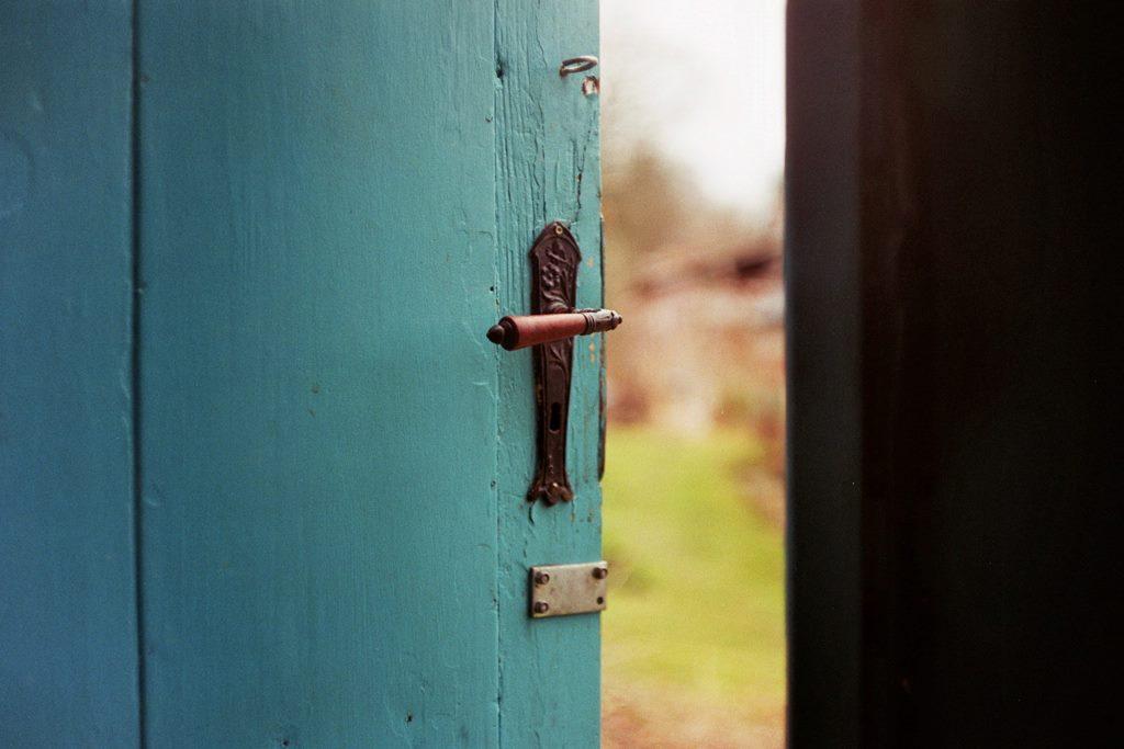Gesundheitspraxis Oberfranken Ein Türspalt kann eine neue Perspektive eröffnen